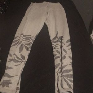 Grey leggings with floral print